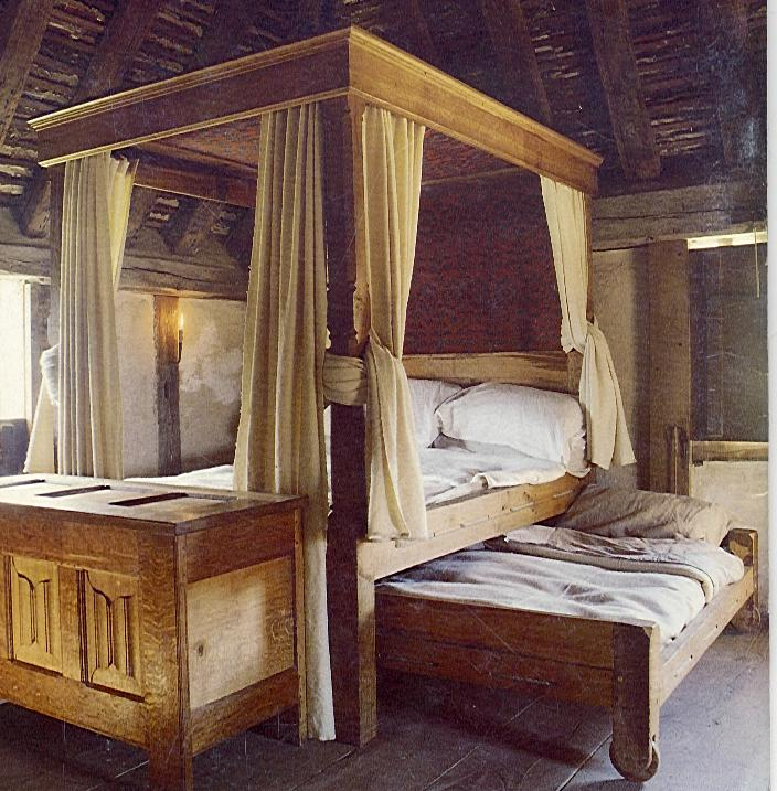 A large poster bed, with a trundle bed underneath