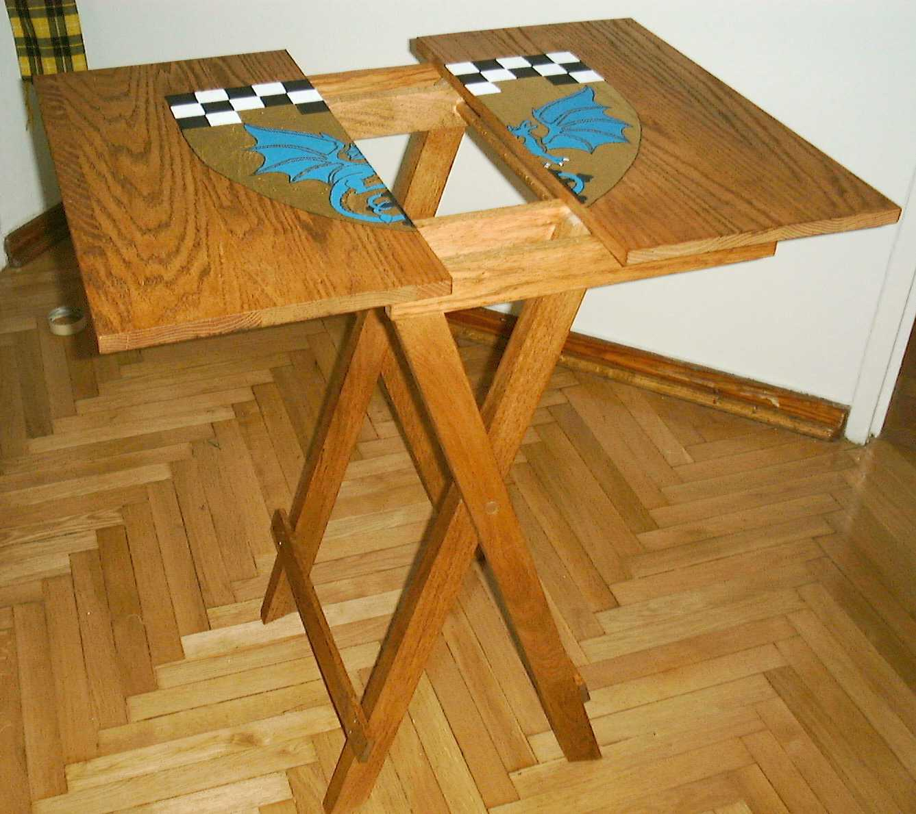 The table, spread apart showing the table top rests.