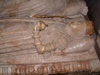 sınırlarımız dışındaki  yabancı define sitelerinden görüntüler Th_uppsala-cathedral-effigy110